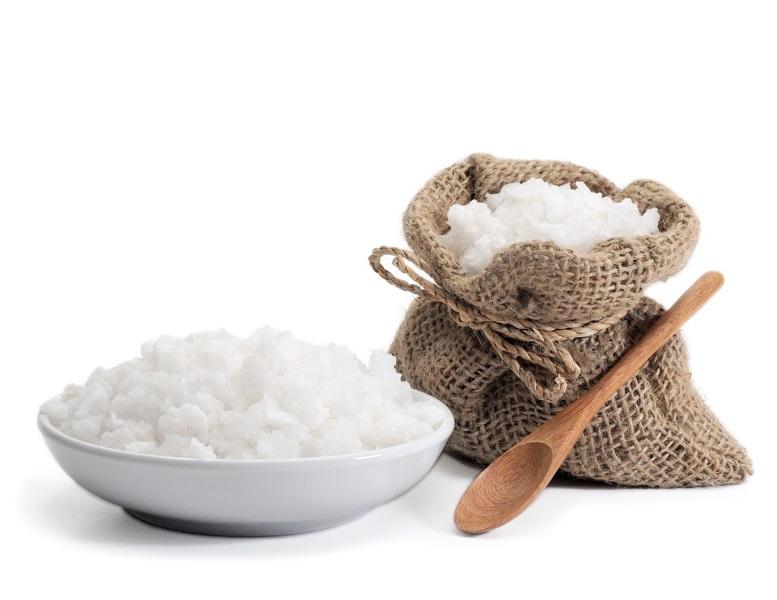 Соль - средство от луковой мухи